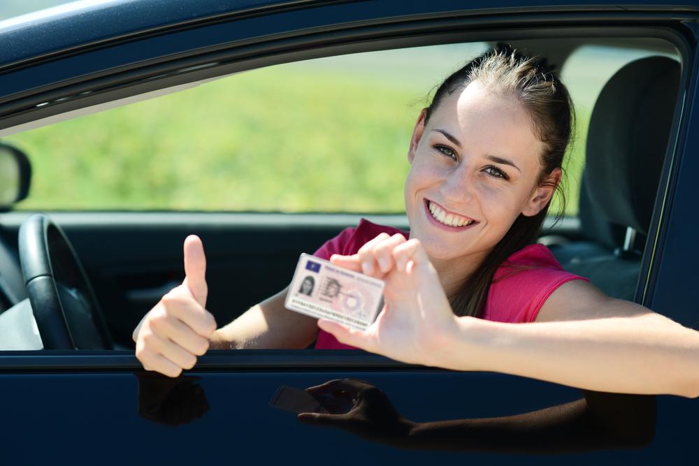 Fahranfängerin mit Führerschein