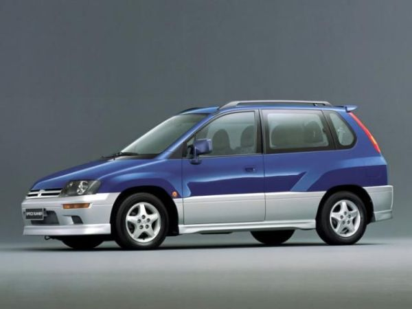 Mitsubishi_Space Runner